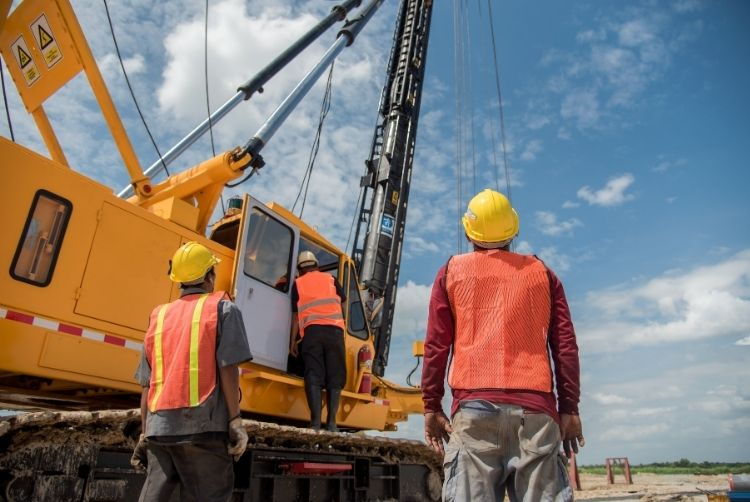 Top Reasons To Rent Your Construction Cranes