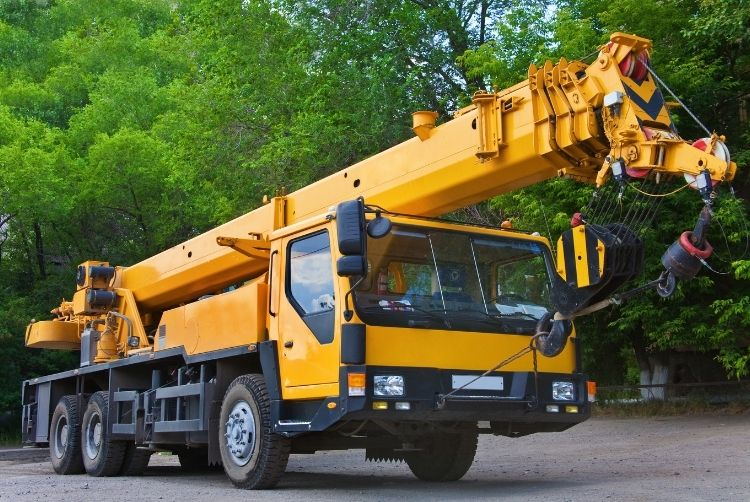 The Difference Between Forklifts and Cranes